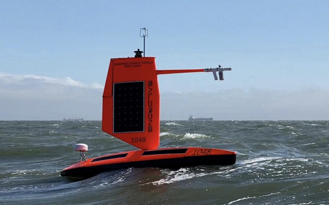 Un dron oceánico graba desde el interior del huracán Sam