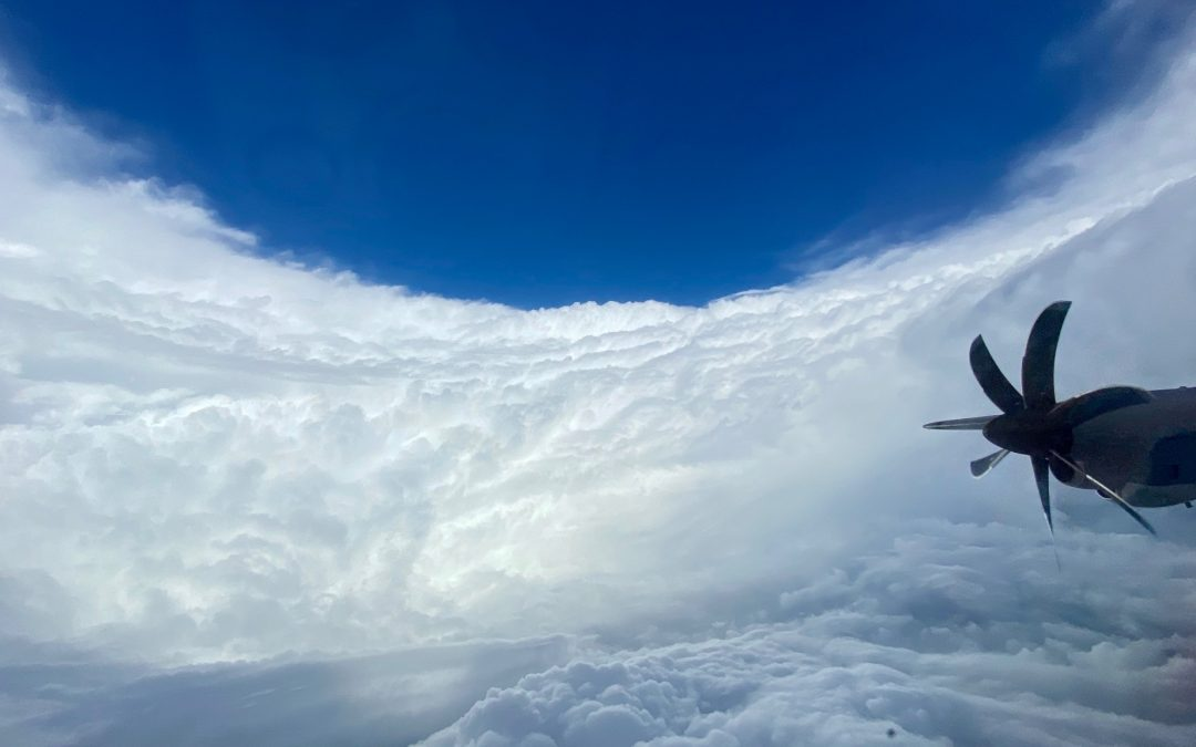 Huracán Epsilon y su transición extratropical explosiva