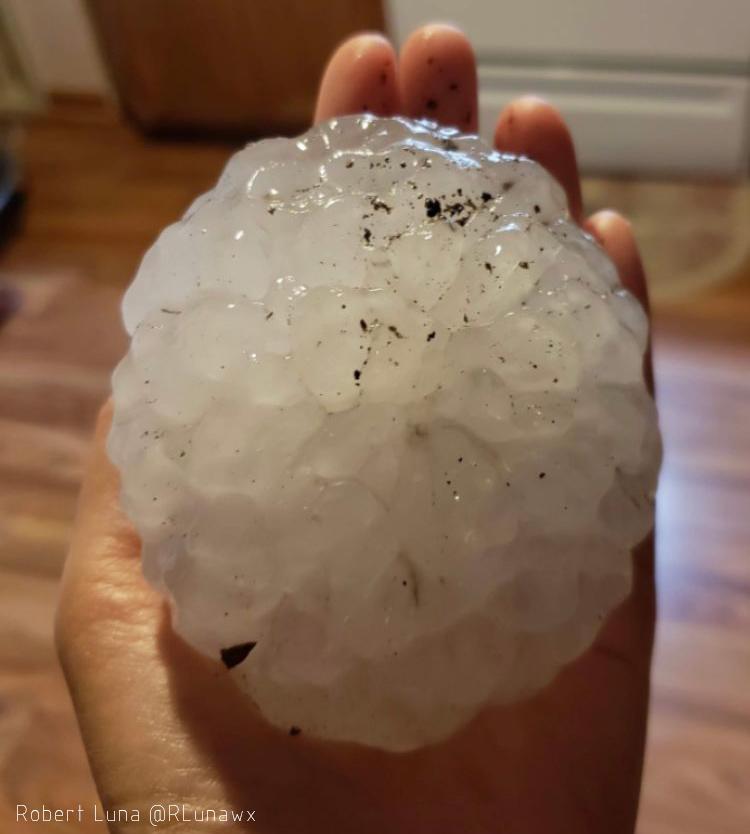Piedras de granizo de tamaño descomunal, ayer, en Texas