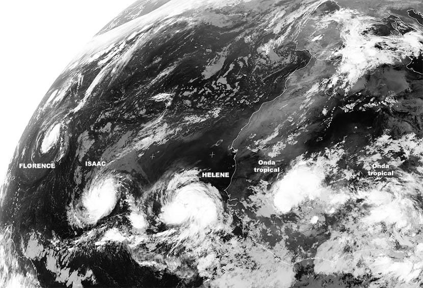 Los ciclones tropicales se acercan a tierra