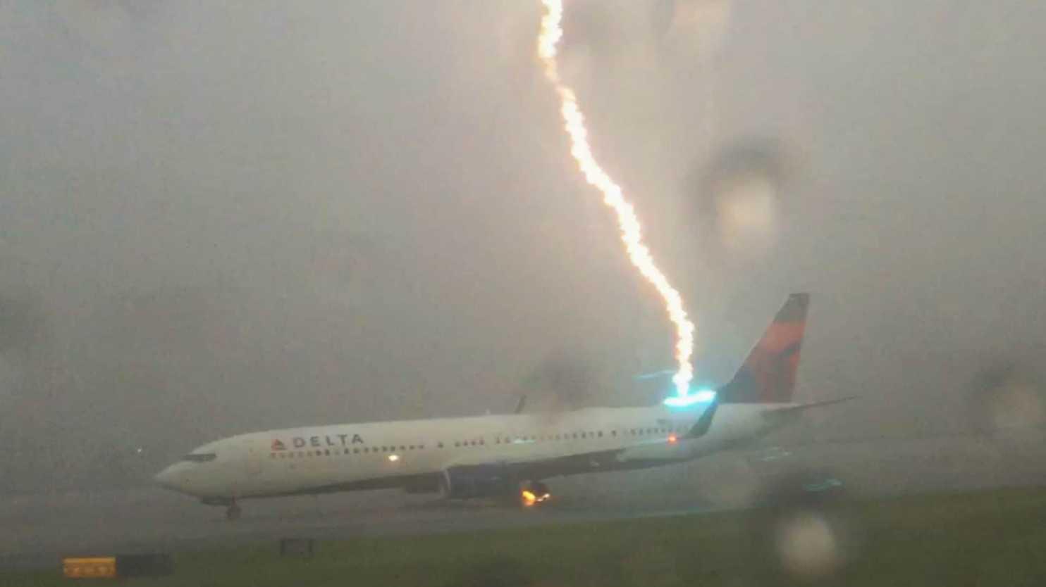 Los aviones son totalmente seguros ante el impacto de un rayo