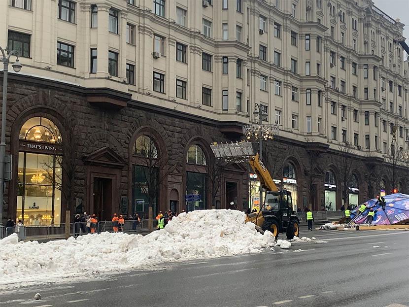 Moscú tiene que recurrir a nieve artificial para celebrar su Navidad