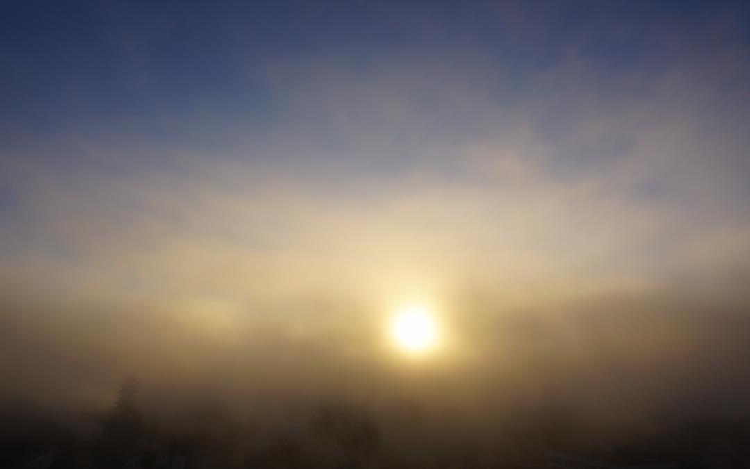 Mar de niebla en movimiento, caprichoso vaivén